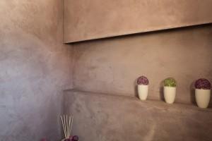 Wachsemulsion wurde in diesem Gäste-WC als Oberflächenfinish gewählt